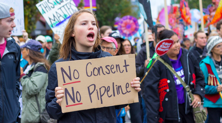 Manifestation contre la construction d'un pipeline de sables bitumineux au Canada
