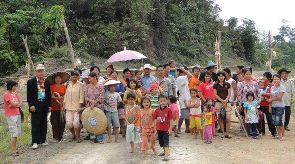 Des indigènes du peuple Penan en train de manifester à Sarawak